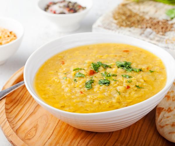 Photo of - Soupe aux lentilles, au cari et au fromage havarti