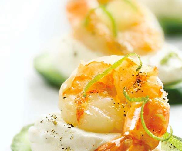 Photo of - Canapés aux crevettes géantes avec crème au chili et à la limette