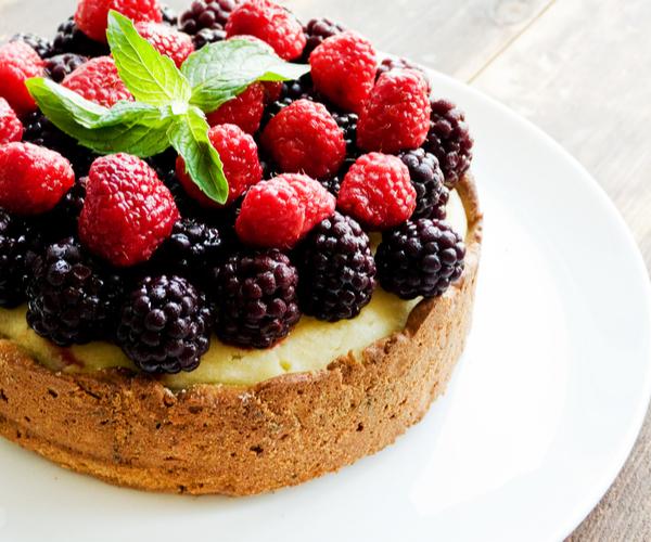 Photo of - Gâteau aux baies et à la crème sure